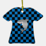 Tiburón con los inspectores azules ornato