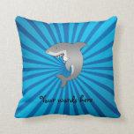 Tiburón con resplandor solar azul almohadas
