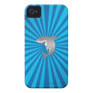 Tiburón con resplandor solar azul iPhone 4 Case-Mate carcasa