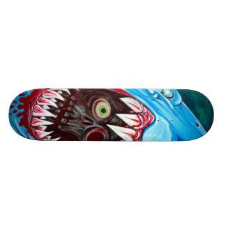 Tiburón CONTRA el monopatín del zombi