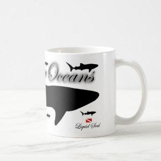 Tiburón de ballena - ahorre nuestros océanos taza clásica