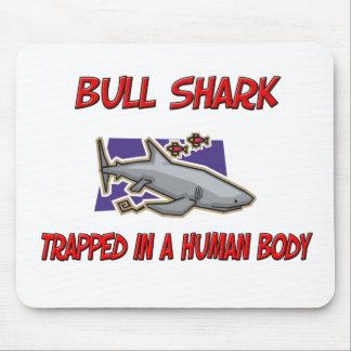 Tiburón de Bull atrapado en un cuerpo humano Tapete De Ratones