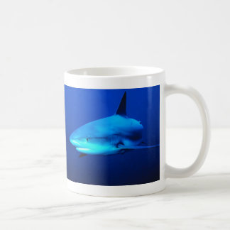 Tiburón de Bull Taza Básica Blanca