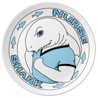 ¡Tiburón de enfermera con los armas! Placa Platos De Cerámica