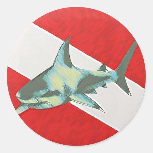 tiburón de la bandera del salto pegatina redonda