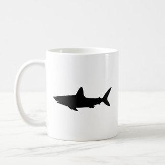 Tiburón de la natación taza de café