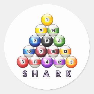 Tiburón de la piscina pegatina redonda