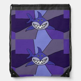 Tiburón de mueca azul divertido mochila