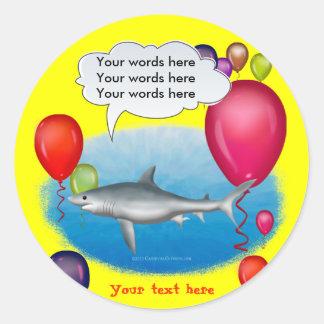 Tiburón del fiesta que habla pegatina redonda