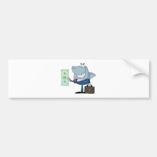 Tiburón del negocio del dibujo animado que sostien pegatina de parachoque