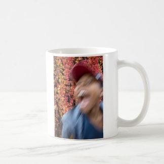 tiburón del otoño taza de café