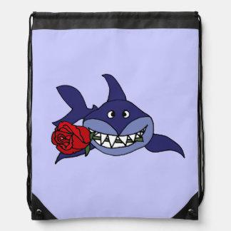 Tiburón divertido con el rosa rojo mochila