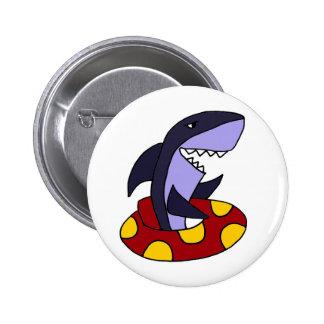 Tiburón divertido en tubo interno rojo y amarillo pin redondo de 2 pulgadas