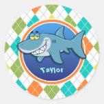 Tiburón en el modelo colorido de Argyle Etiquetas Redondas