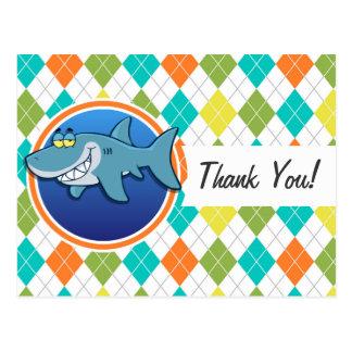 Tiburón en el modelo colorido de Argyle Tarjetas Postales