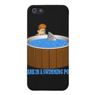 Tiburón en una piscina iPhone 5 funda