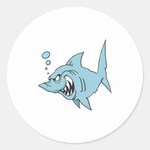 tiburón enojado pegatina redonda