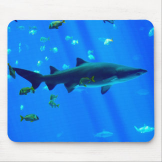 Tiburón inclinado negro tapete de ratón
