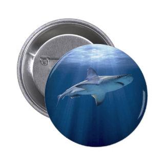 Tiburón que cruza pin
