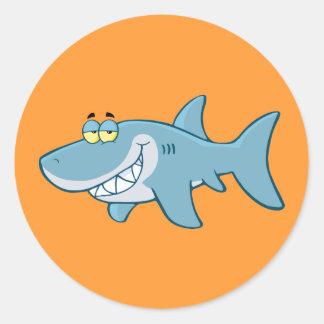 Tiburón sonriente pegatina redonda