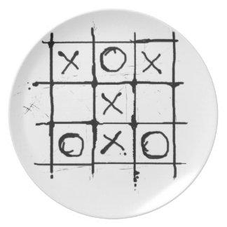 Tic tac toe dinner plate