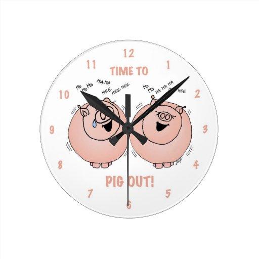¡Tiempo al cerdo hacia fuera! Reloj de los cerdos