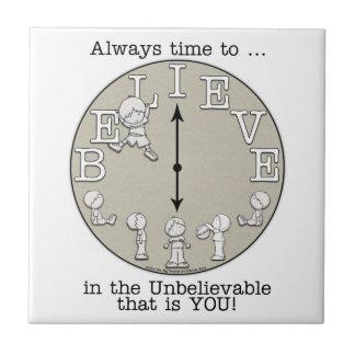 Tiempo al Creer-Pequeños muchacho y reloj Azulejo Cuadrado Pequeño
