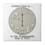 Tiempo al Creer-Pequeños muchacho y reloj Azulejos