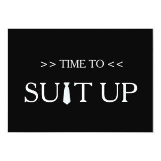 """Tiempo al fondo negro blanco de Suitup Invitación 5"""" X 7"""""""