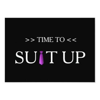 """Tiempo al fondo negro púrpura de Suitup Invitación 5"""" X 7"""""""