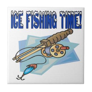 Tiempo de la pesca del hielo azulejo cerámica