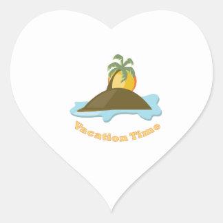 Tiempo de vacaciones pegatina en forma de corazón