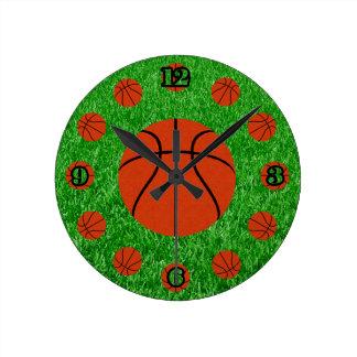 Tiempo del baloncesto reloj redondo mediano