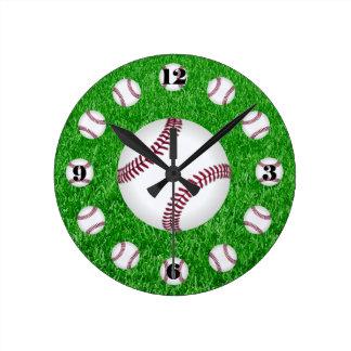 Tiempo del béisbol reloj redondo mediano