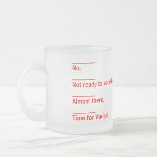 Tiempo del café para la vodka taza de cristal