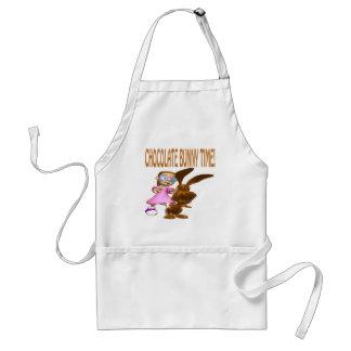 Tiempo del conejito del chocolate delantal