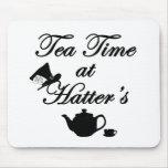 Tiempo del té en el sombrerero alfombrillas de ratones