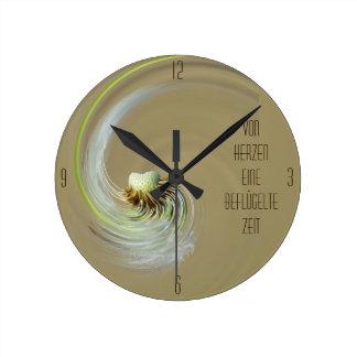 """tiempo dio alas"" by mysteryella reloj redondo mediano"