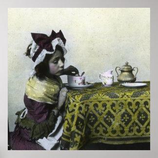Tiempo elegante del té del vintage de la niña del póster