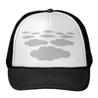 tiempo gris de las nubes gorro de camionero
