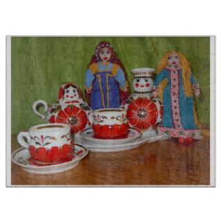 Tiempo ruso del té de la muñeca tabla para cortar