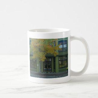 Tienda amarilla del verde del árbol tazas de café