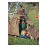 Tienda de los indios norteamericanos con los niños tarjeta