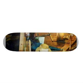 Tienda de madera vieja tabla de patinar