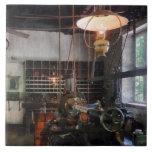 Tienda de máquina con la linterna azulejo
