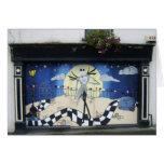 """Tienda (para la venta) con la pintura decorativa """" felicitaciones"""