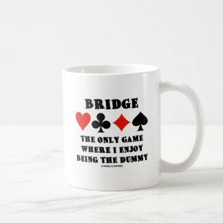 Tienda un puente sobre el único juego donde gozo e tazas de café