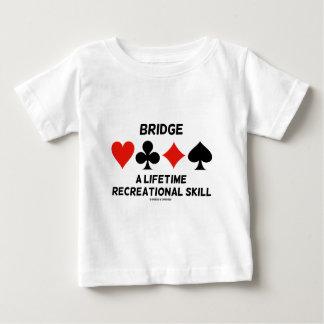 Tienda un puente sobre una habilidad recreativa playera de bebé