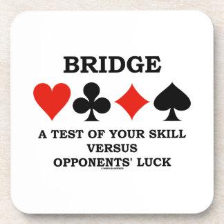 Tienda un puente sobre una prueba de su habilidad posavasos de bebidas