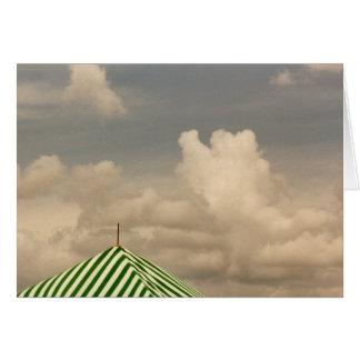 Tienda verde en el salón aeronáutico tarjeta de felicitación